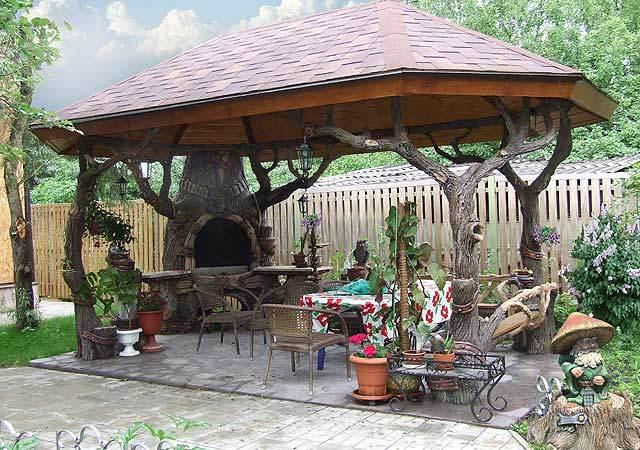 Как построить навес из дерева к частному дому