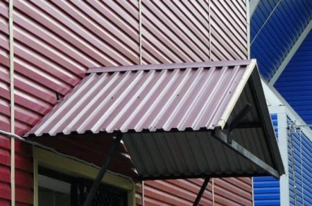 Как сделать кованый козырек из поликарбоната или дерева над крыльцом дома своими руками