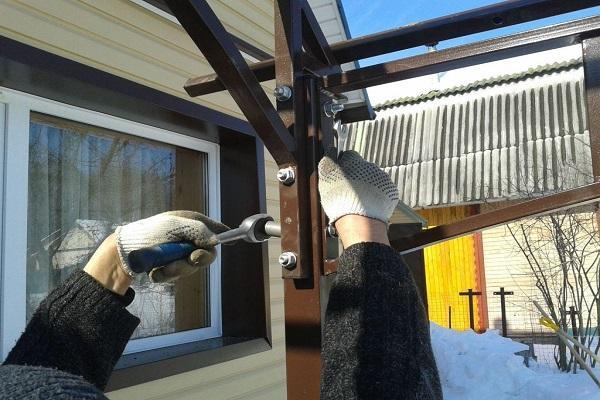 Как сделать навес из металлопрофиля своими руками: чертежи и видео