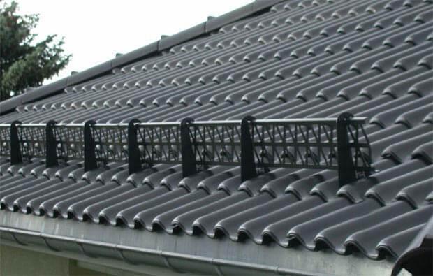 Установка снегозадержателей на крыше из металлочерепицы, профлиста и других материалов