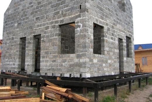 Проекты и строительство дома на винтовых и буронабивных сваях своими руками
